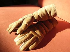 Medieval gloves handmade entirely of leather. Perfect for sword-fighting and other martial arts.