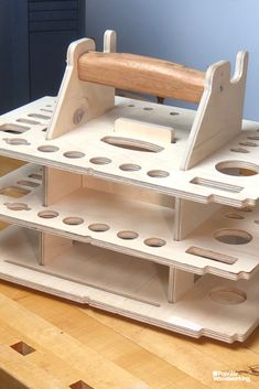 Make a Tool Tote for Hand Tools Popular Woodworking Magazine Woodworking Hand Tools, Woodworking Magazine, Easy Woodworking Projects, Popular Woodworking, Woodworking Shop, Woodworking Plans, Wood Projects, Woodworking Basics, Workbench Plans