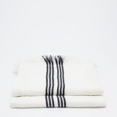 Image 5 of the product LINEN BLANKET WITH BLACK AND WHITE LINES