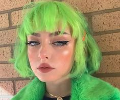 Short Green Hair, Neon Green Hair, Green Hair Girl, Girl Hair Colors, Hair Inspo, Hair Inspiration, Verde Neon, Dead Hair, Coloured Hair
