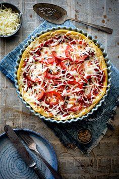 Spaghetti, tomato and 3 cheeses pasta pie