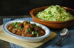 Vandaag weer een lekker recept van Louise van de blog Keukenatelier: Marokkaanse gehaktballetjes met groene couscous. Doe de couscous in een grote kom. Kook een halve liter water en los hierin het bouillonblokje op. Giet de bouillon op de couscous en laat 5-10 minuten wellen. Kruid ondertussen het gehakt met één geraspt teentje knoflook, één theelepel …
