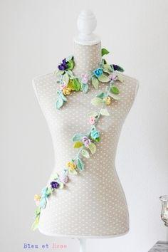 floral scarf   Girlanden & Wimpelketten - Gehäkelter Blumenschal - ein Designerstück von bleuetrose bei DaWanda