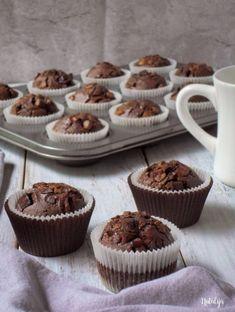 Duplo čokoladni mafini Cookie Desserts, Sweet Desserts, Sweet Recipes, Cookie Recipes, Dessert Recipes, Kolaci I Torte, Food Garnishes, Sweet Cakes, Cupcake Cakes