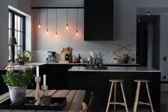 Home Interior Layout Holmberg, Vsters - Intressanta Hus Decor, Home Kitchens, Scandinavian Dining Room, Kitchen Inspirations, Home Decor Kitchen, Kitchen Interior, Interior Design Kitchen, Home Decor, House Interior