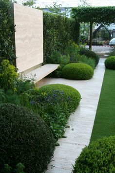 Chelsea 2014: The Telegraph garden by Tommaso del Buono and Paul Gazerwitz - seating area