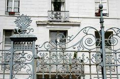Vieux portail parisien #paris #street #details