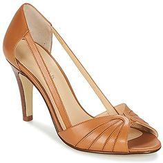 En matière de sandale, une petite nouvelle s'est glissée dans la collection Jonak ! On en connait qui deviendront vite fan de ses brides en cuir et de sa semelle en caoutchouc. Cette chaussure séduit par sa semelle de propreté en cuir et sa doublure en cuir très confort ! Le complément idéal d'une tenue estivale ! - DAGILO - Cognac Femme 99,00 €