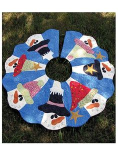 Friends All Around Tree Skirt Pattern.  Product out of stock but I love the idea.