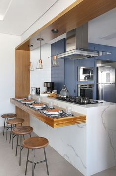 American kitchen with open space. Great option for those who have space at home and for those who like open spaces! Kitchen Room Design, Modern Kitchen Design, Home Decor Kitchen, Interior Design Kitchen, Kitchen Furniture, Home Kitchens, Decorating Kitchen, Kitchen Backsplash, Home Design Decor