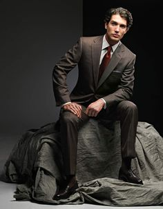 A model of suit in the Tom James gallery of suits customizeable with help (expert advice) from a Tom James tailor who will fit you in your home or office -- at your convenience --, doing so according to your selections of fabric, pattern, and design features. Never underestimate a good, expensive suit.