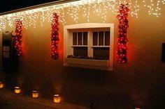 Christmas in Santa Fe, New Mexico ~ Decorated with lit up Chile Ristras. Mexico Christmas, Christmas Home, Christmas Lights, Spanish Colonial, Spanish Style, Southwest Decor, Southwest Style, New Mexico Homes, Seasonal Decor
