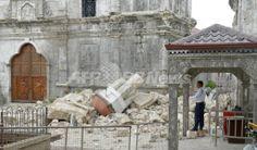 地震で倒壊したフィリピン・セブ(Cebu)島のサント・ニーニョ教会(Basilica of the Holy Child)の鐘楼(2013年10月15日撮影)。(c)AFP/Jay DIRECTO ▼16Oct2013AFP|フィリピンの地震、死者151人に 同国最古の教会も被害 http://www.afpbb.com/articles/-/3001495 #2013_Bohol_earthquake