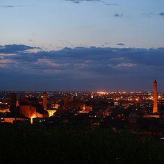 San Petronio e la torre Asinelli, Bologna - Instagram by viaggidielena