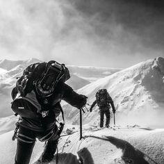 Ostrý Roháč v plnom nasadení...  #praveslovenske od @michaldurdina .... #slovakia #slovensko #nahory #mountains #hiking #climbing #climbinglife #mountainman #mountainlife #mountaintop #mountainlovers #winter #snow #expedition #amazingday #amazing #adventures #discover #nature #naturelovers #blackandwhitephoto