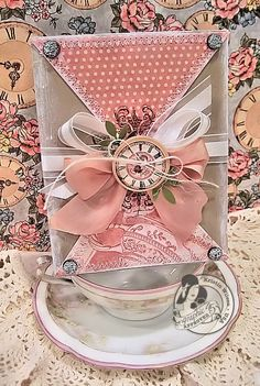Love this stunning 10-Minute card by @Kristin Wilson - try it yourself to day! Who doesn't love receiving a beautiful card in the mail?? #graphic45 #cards