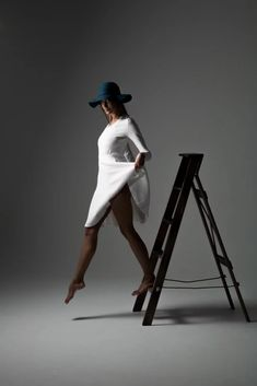 My name is Mark Fitzgerald, and I'm a photographer based in Melbourne, Australia. In this post, I'll be discussing basic model poses for female models. Studio Photography Poses, Studio Poses, Photography Poses Women, Modelling Photography, Food Photography, Movement Photography, Fashion Photography, Levitation Photography, Cinematic Photography