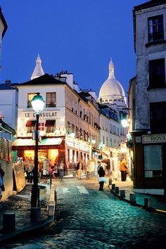 Best things to do in Paris at night (Condé Nast Traveller) www.ivagent.com/nolimitztravel