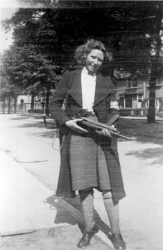 Truus Oversteegen, her younger sister, Freddie, and law student Hannie Schaft were among a handful of young women who took on clandestine roles to destabilize Nazis during World War II. Shiny Eyes, Dengue Fever, Riot Police, Rugby World Cup, Baghdad, Second World, Picture Show, World War Ii, Troops