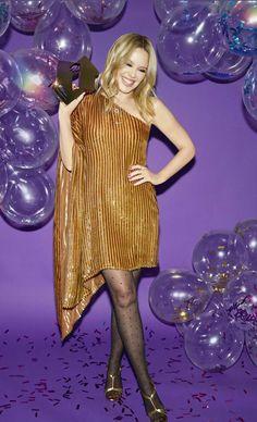 En 2020, Kylie Minogue se convierte en la primera artista femenina en conseguir ser la número 1 en 5 décadas. Bruce Springsteen, Kylie Minogue, Celebs, Celebrities, Big Picture, Hottest Photos, Tights, Stockings, Bodycon Dress