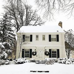Christmas may be over but winter is just getting started in the Midwest ☃️. This house is a favorite, looking oh so majestic next to the oversized pine tree. This was taken three weeks ago when we drove around in the snowfall admiring holiday homes and I meant to post it for #myhousecrushmonday.  It's one of our activities to keep winter fun.  When I first moved to Minnesota, I absolutely hated the cold winter. But one of the many things I've learned from my husband is that you have to make…