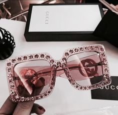 Accessoires, Mode und Gucci-Image - Stuff to buy Sunglasses For Your Face Shape, Cute Sunglasses, Cat Eye Sunglasses, Sunglasses Women, Gucci Sunglasses, Lunette Style, Jewelry Accessories, Fashion Accessories, Pink Jewelry