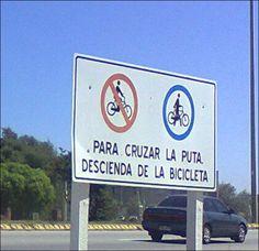 Un gracioso modificó el cartel en Villa Argentina. Gracias Sergio.
