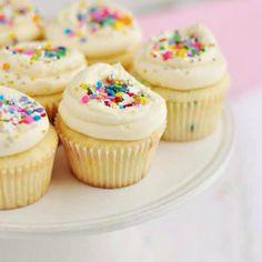 Super-duper vanilla cupcakes