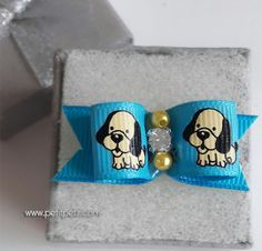 Lacito azul para perrito. Peluquería canina para toys y minis