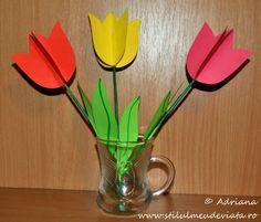 buchet de lalele Flower Crafts, Origami, Little Girls, Flowers, Handmade, Reading, Books, Double Deck Bed, Art Gallery