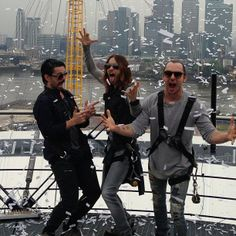 ryan_kerrang 30STM in a confetti blizzard on top of The O2 @Angela Faranda SECONDS TO MARS @Jared Randall LETO Thirty Seconds, 30 Seconds, Shannon Leto, Top Of The World, Jared Leto, Nature Pictures, Cool Bands, Mars, Sexy Men