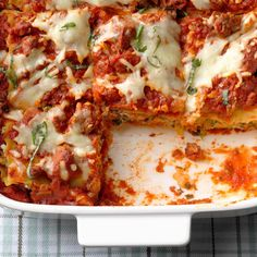Beef and Spinach Lasagna Lasagna Recipe Spinach Beef, Taste Of Home Lasagna Recipe, Sausage Lasagna, Ravioli Lasagna, Seafood Lasagna, Lasagna Recipes, Pasta Dishes, Food Dishes, Main Dishes