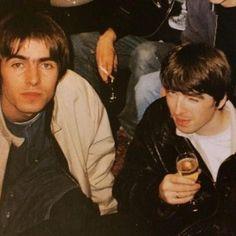 Oasis: Liam and Noel Gallagher Great Bands, Cool Bands, Liam Gallagher Noel Gallagher, Oasis Music, Liam And Noel, Oasis Band, Primal Scream, Britpop, Skinhead