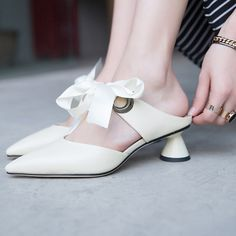 #chiko #chikoshoes #shoes #fashion #fashionable #style #lookbook #fall #winter #autumn #new #best #streetstyle #chic #trend #streetfashion #white #kittenheels #bow #mules #slides #grungy #2018 #edgy #spring #summer #cool #elegant