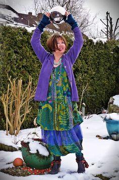 Fashion by Gudrun Sjöden. She looks like a bag lady Boho Outfits, Pretty Outfits, Beautiful Outfits, Modest Fashion, Boho Fashion, 80s Fashion, Stylish Older Women, Gudrun, Advanced Style