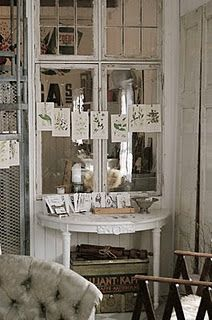 How cool that they used all these old windows inside their house! Shabby Look, Shabby Chic, Shabby Cottage, Cottage Homes, Cottage Style, Farmhouse Style, Deco Nature, Old Windows, Vintage Country