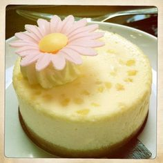Gastronomie: Cheesecake fleur d'oranger http://frankizbird.wordpress.com/2013/07/10/restaurant-shes-cake/