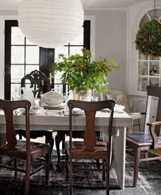 At first glance, this looks like a very traditional dining room, but when you start to break down the elements, you'll see it's anything but.