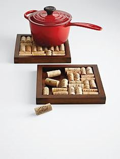 Wine cork hot pad. I could totally make this!