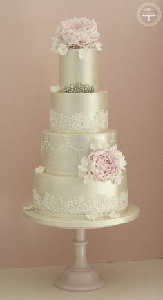 35 Wedding Cake Inspiration with Chic Classy Design Details: http://www.modwedding.com/2014/10/22/35-wedding-cake-inspiration-chic-classy-design-details/ Featured Wedding Cake: cotton & crumbs