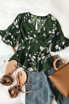 Dramatic Flair Green and White Floral Print Peplum Top, SUMMER OUTFİTS, Outfit inspiration for summer, trendy flowerprint (feminine style and casual style combined). Mode Outfits, Casual Outfits, Skirt Outfits, Dress Casual, Sweater Outfits, Boho Dress, Green Top Outfit, Green Blouse, Floral Pants Outfit