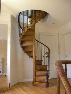 escalier colimaçon ancien | la brocante de balines