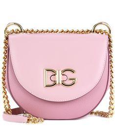 Dolce & Gabbana - Crossbody-Tasche Wifi aus Leder - Die mittelgroße Wifi Tasche von Dolce & Gabbana ist aus rosafarbenem Kalbsleder in Italien gefertigt und verfügt über einen goldfarbenen Trageriemen und einen Überschlag. Der Drehverschluss mit Logo aus galvanisiertem Hellgold setzt einen edlen Akzent bei dem Modell mit Baumwollfutter in Leoparden-Print. Tragen Sie es zu all Ihren Looks. seen @ www.mytheresa.com