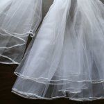 Instructions to make your own wedding veil...awesome...embellish it with any color to coordinate with the wedding theme!