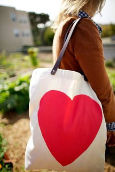 DIY: heart tote bag