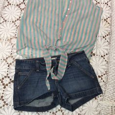 🎀OLD NAVY DENIM SHORTS🎀 Great pair of denim shorts in gently used condition. SH-1 Old Navy Shorts Jean Shorts