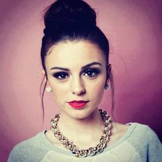 I love so much this girl, she's so beautiful and talented <3