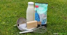 Mit einfachsten Mitteln lässt sich zu Hause ein hervorragendes Waschmittel selbst herstellen, völlig biologisch und zu einem Bruchteil der Kosten von herkömmlichem Waschmittel.
