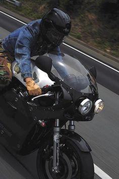 Honda Cafe (via Motographite) Moto Cafe, Cafe Bike, Cafe Racer Bikes, Cafe Racer Motorcycle, Motorcycle Outfit, Motorcycle Helmets, Cafe Racers, Cafe Racer Helmet, Cafe Racer Girl