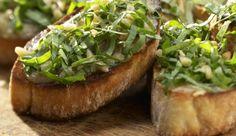 Crostini mit grünem Pesto